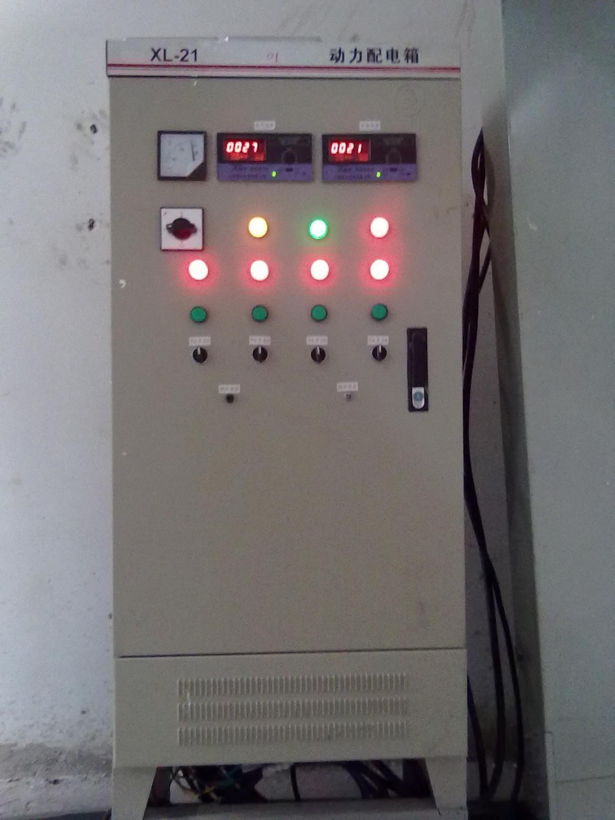 。 电加热的棒功率和数量的选择,除标准配置外,客户在订货时应说明物料需从多少温度用多长时间加热到多少温度,这样才会给你配置最佳功率的电加热棒,既能满足您的工艺要求又能尽量地降低不必要的电能损耗,以给您带来最佳的经济效益。但这儿有一个关键问题,就是如何控制电加热棒加热的时间,以确保不过分加热釜内的物料,从而保证整个生产工艺的顺利完成,就需要配置电加热的温控系统,这点非常重要。下面就如何选配合适的温控系统做出如下说明,供广大用户参考。 1.