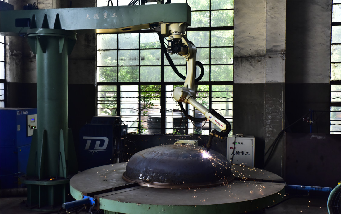搪玻璃封頭管口機器人工作現場